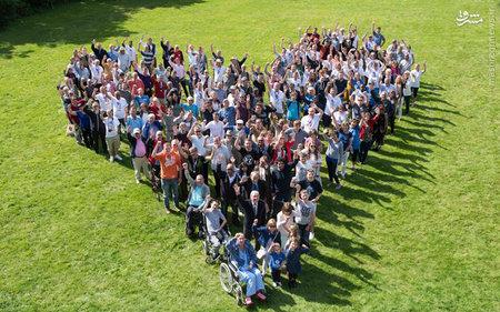 عکس دسته جمعی بیماران در بیمارستان قلب انگلیس برای تبلیغ اهدای عضو