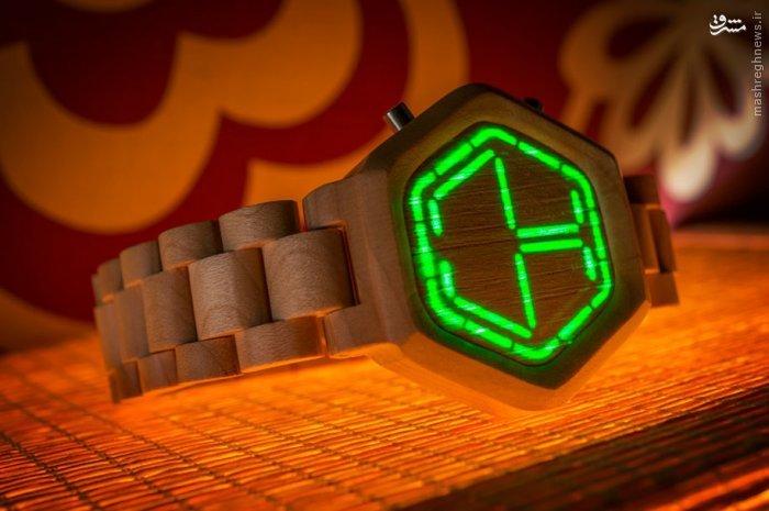این ساعت ها توسط طراحان توکیویی از یک درخت، با چوب صندل ساخته شده که دارای کارایی و مدل های مختلفی است