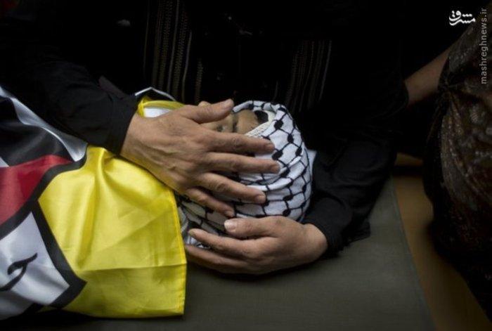 مراسم تشییع پیکر کودک ۱۳ ساله فلسطینی که با شلیک گلوله نیروی های رژیم صهیونیستی به شهادت رسیده است