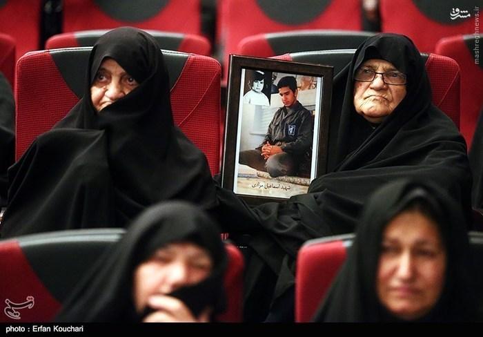 اکران فیلم «خاکستر و برف» با حضور مادران شهدا