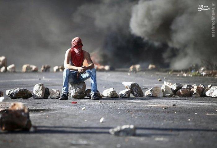 یک مبارز فلسطینی در صحنه درگیری ها