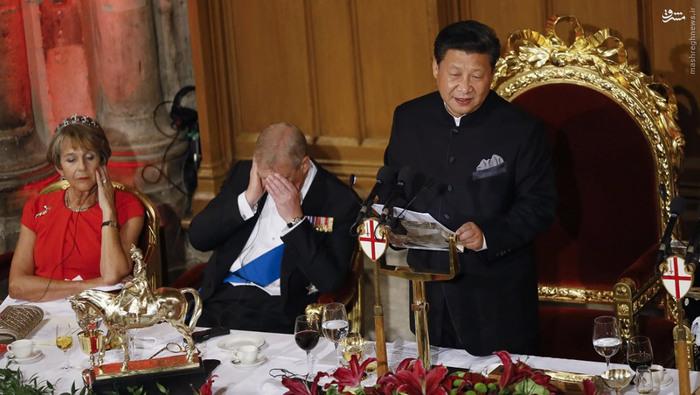 در حالی که ژی جینپینگ، رییس جمهور چین، چهارشنبۀ هفتۀ گذشته در جریان سفرش به انگلستان در مهمانی شامی در لندن سخنرانی میکرد، حاضرانی که نزدیک به او بودند، از جمله پرنس اندرو، در حال چرت زدن دیده شدند.