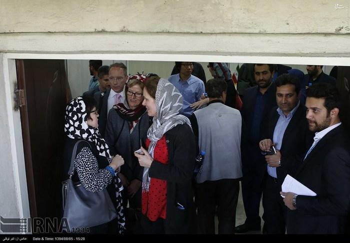 بازدید نماینده سازمان ملل متحد از اردوگاه پناهندگان افغان