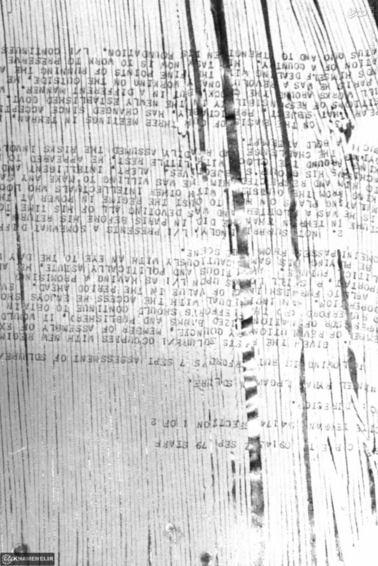 نمونهای از یک سند از اسناد سفارت امریکا که توسط دانشجویان پیرو خط امام بازسازی شده است.