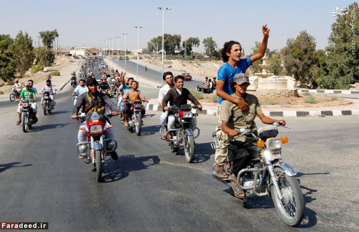 شادمانی هوادارن داعش پس از تصرف شمال