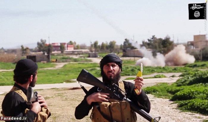 دو تن از عناصر داعش در ویدئویی که طی آن اروپائیان را به عضویت در این گروه فرامیخوانند.