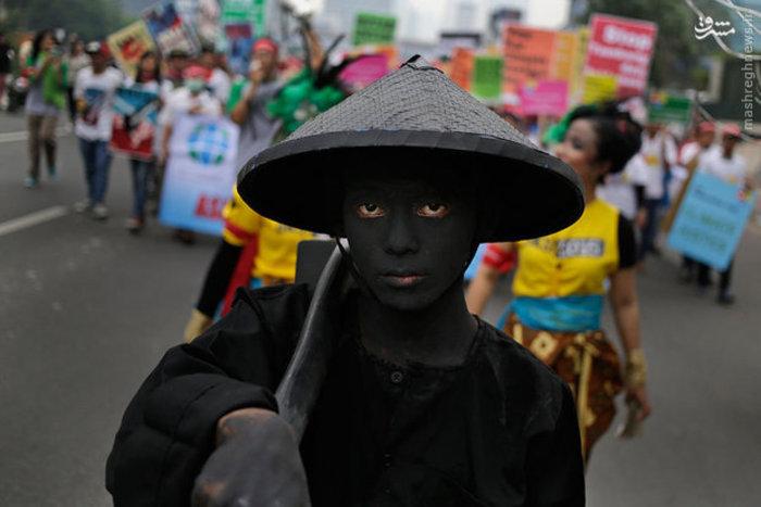 راهپیمایی فعالان محیط زیست اندونزی در جاکارتا برای اعتراض به بحران جهانی آب و هوا