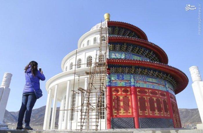 ساختمانی در چین که به منظور تولیدات فیلم و برنامه تلویزیونی به صورت دو رو ساخته شده است