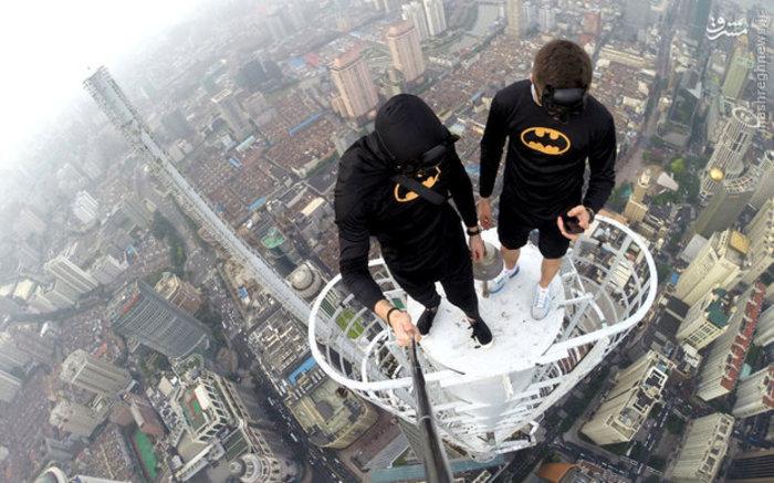 سلفی در ارتفاع ۴۲۰ متری در بالای برج «جین مائو» در شانگهای چین