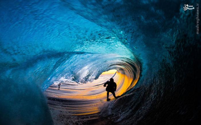 عکسی شگفت انگیز هنگام موج سواری یک دانش آموز در استرالیا