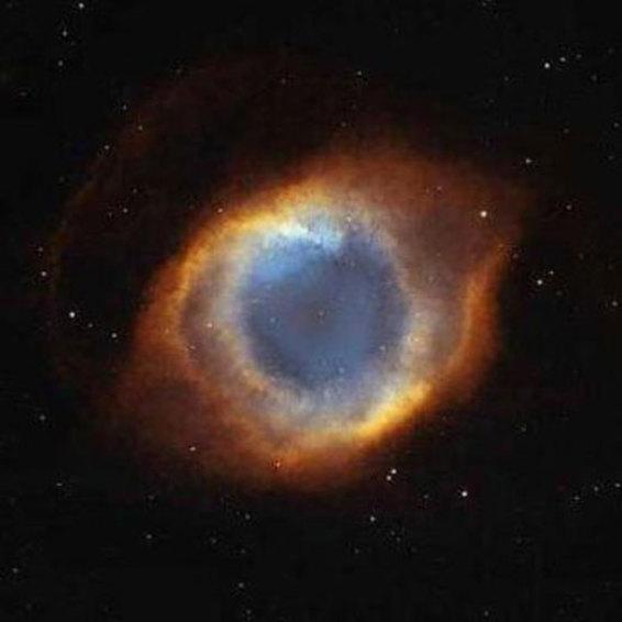 توده های عظیم ستاره ها و سیارات که شبیه به چشم یک انسان هستند