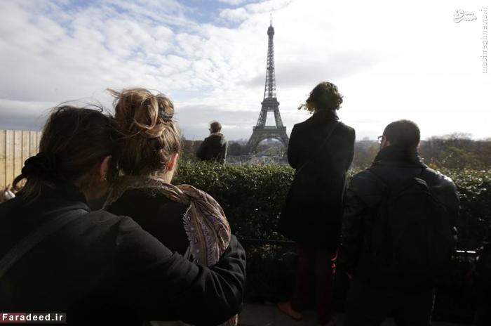 ادای احترام به قربانیان حملات پاریس. 16 نوامبر 2015