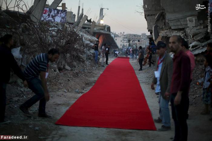 فرش قرمز پیش از نمایش فیلم در جریان جنگ 50 روزه با اسرائیل. 12 می 2015