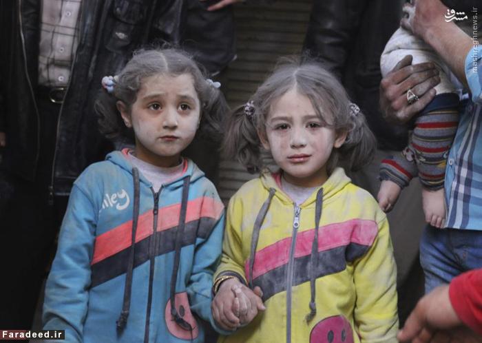 دو کودک پس از بمباران هوایی در حلب. 7 آوریل 2015