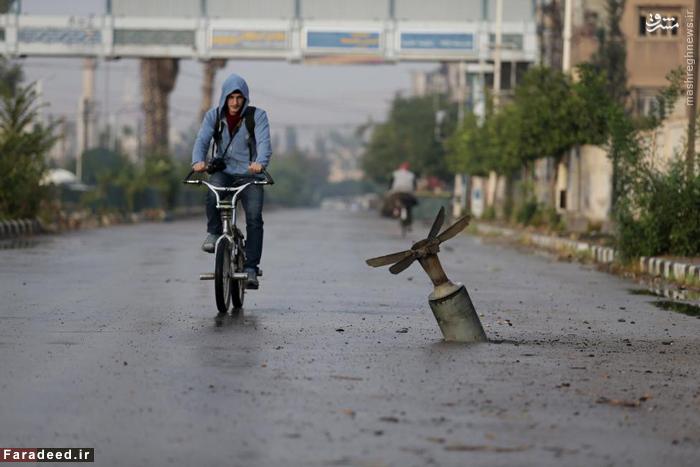 بمب عمل نکرده در خیابان های دومای دمشق. 5 نوامبر 2015