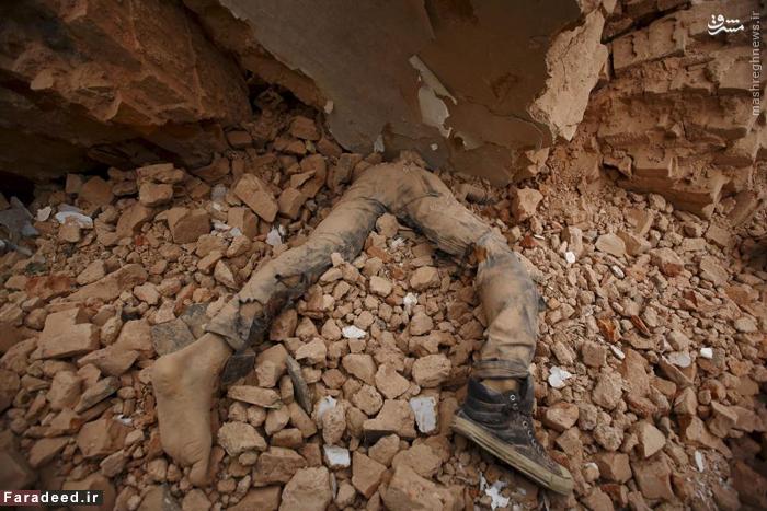 جسد قربانی زلزله نپال آوریل ۲۰۱۵