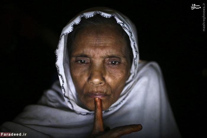 چت تصویری زن ۶۰ ساله ی میانماری با فرزندانش. 25 فوریه 2015