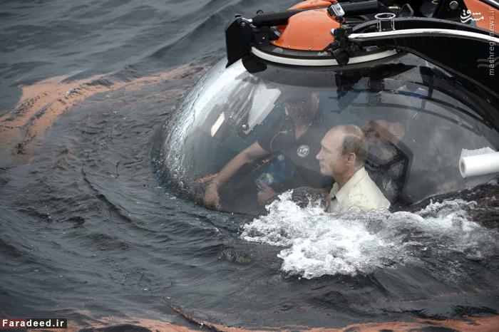 رئیس جمهور روسیه  ولادیمیر پوتین در یک زیردریایی نزدیک آب های کریمه. 18 اوت 2015