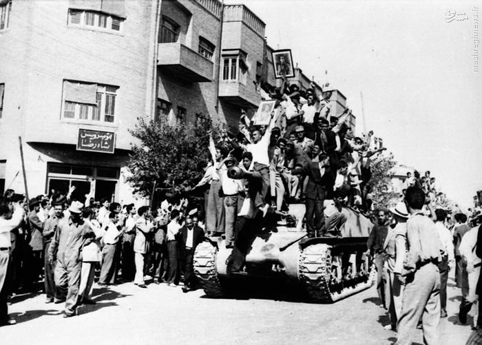 تانکها و سربازان حکومت در خیابانهای تهران (19 اوت 1953، ساعت 10 صبح) (28 مرداد 1332)