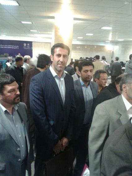 بهنام محمودی والیبالیست سابق تیم ملی والیبال برای انتخابات مجلس شورای اسلامی از تهران ثبت نام کرد