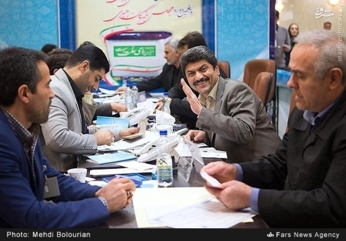 علیرضا دهقان، گوینده سابق خبر تلویزیون کاندیدای انتخابات مجلس شورای اسلامی شد