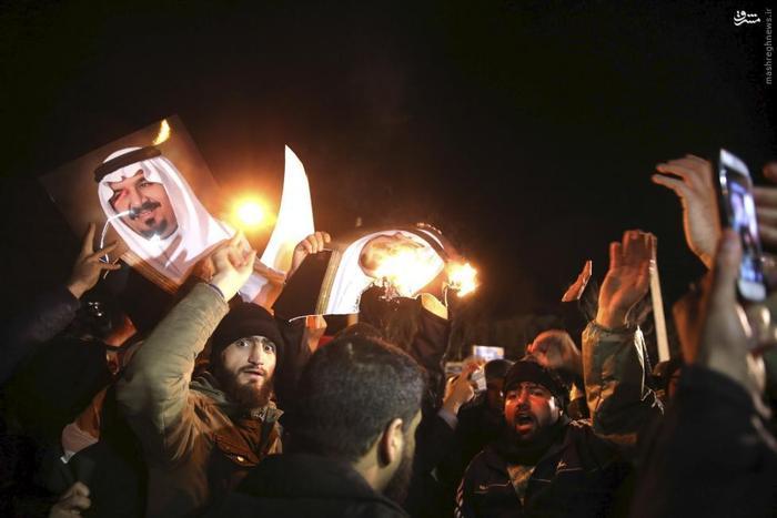 معترضان خشمگین در مقابل سفارت عربستان سعودی در تهران