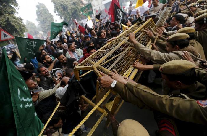 درگیری پلیس با معترضانی که قصد حمله به سفارت عربستان در دهلی نو را دارند.