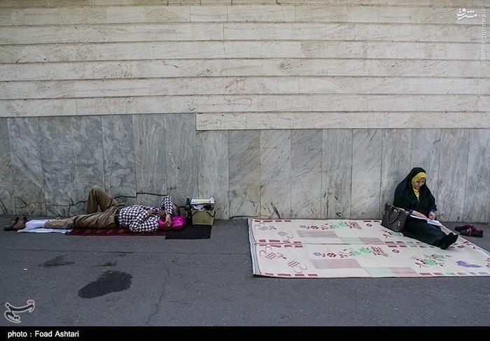 کل داوطلبان کنکور 95 عکس/ حال و هوای خانوادهها پشت دربهای کنکور