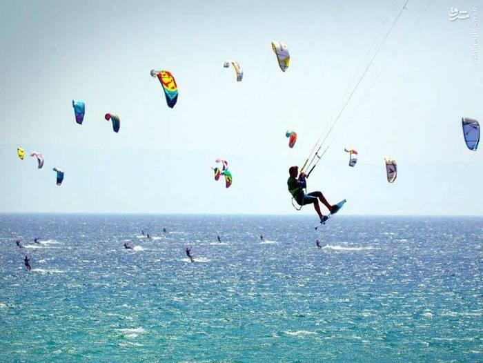 موجسواری با کایت در تاریفا، اسپانیا
