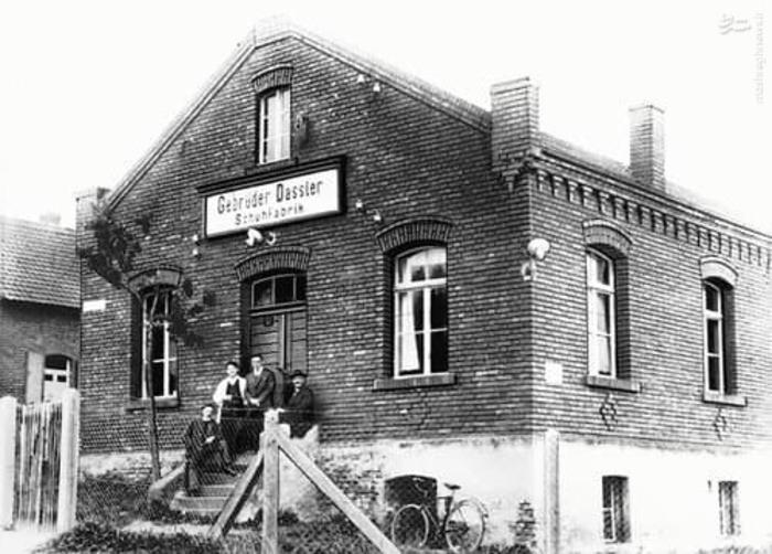4. آدیداس، نام اولیه برند نبود. نام اولیه آدیداس بر خلاف تصویر مردم که تولد آن را در سال 1948 میدانند، به سال 1924 برمیگردد. وقتی که داسلر این نام را برگزید: «گبرودر داسلر شوفابریک»