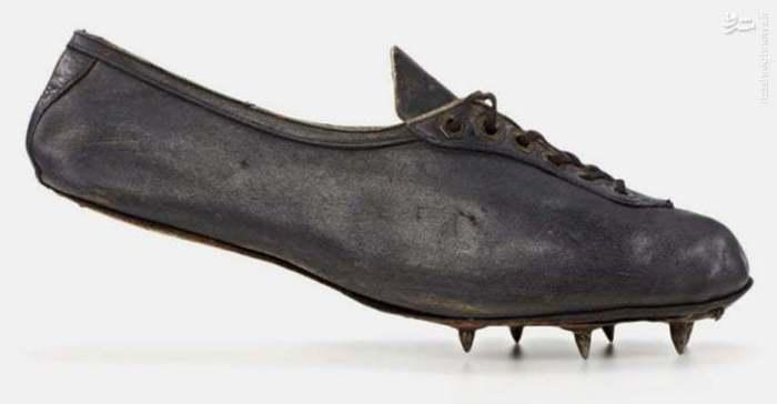 5 .آدیداس کفش دوومیدانی هم تولید میکرد. داسلر هم مانند همتای آمریکایی خود «بیل باورمن» -موسس شرکت نایک- در دورههای مختلف زمانی روی به تولید کفش دوومیدانی آورد.
