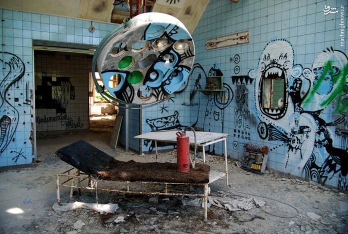 بیمارستان بیماران مبتلا به بیماری روانی در شرق ساسکس در انگلستان _ افتتاح در سال 1903 که فقط 90 سال باز بود اما درسال 1994 به طور کامل بسته شد.